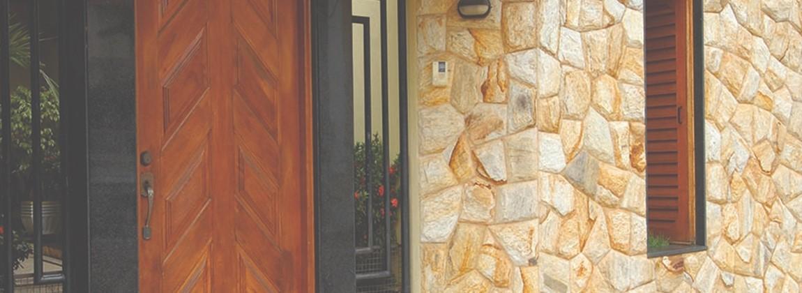 Aplicação em parede da pedra madeira.