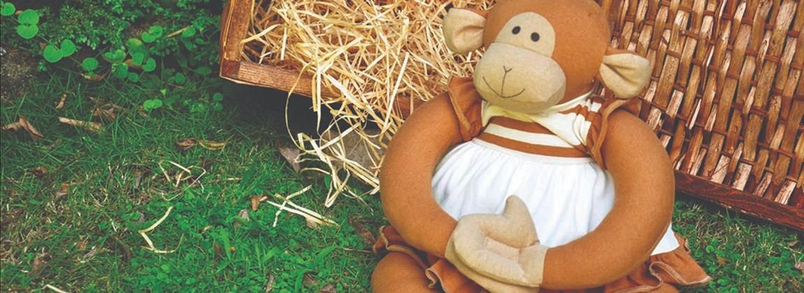 Macaco de pelúcia feito em algodão.