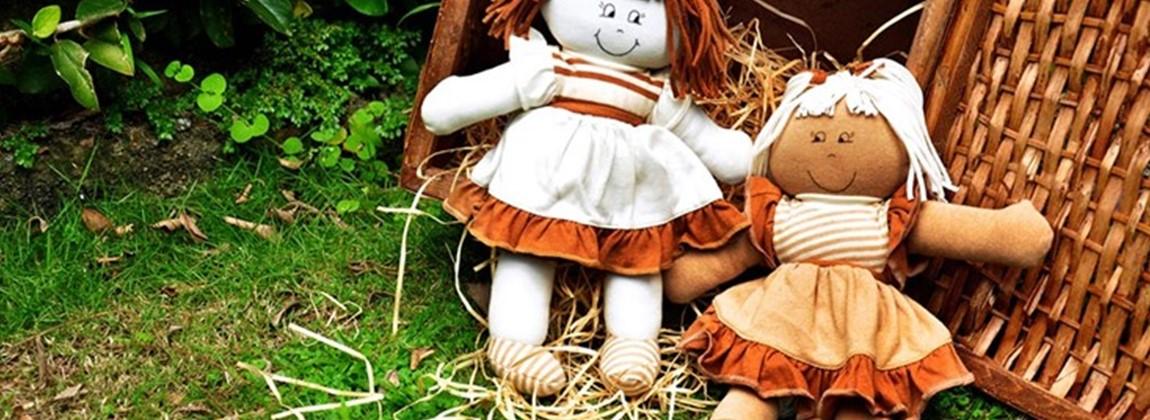 Bonecas de pelúcia.